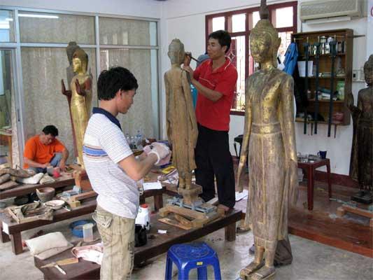 Restoring_Wooden_Buddha